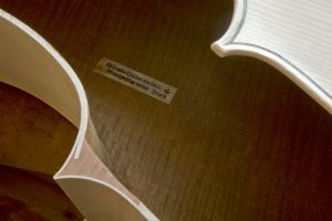 18-Label glued and preparation to close the instrument-nicolas-gilles-violin-maker-montpellier-villeneuvette-france