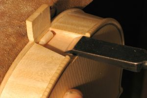 19-Neck mortise-nicolas-gilles-violin-maker-montpellier-villeneuvette-france
