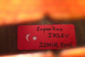 Etiquette de violon exposé à Izmir, Turquie.