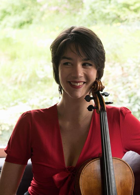 Vinciane Vinckenbosch, Belgique. alto co-soliste de la Niederbayerische Philharmonie, Passau, Allemagne et chambriste